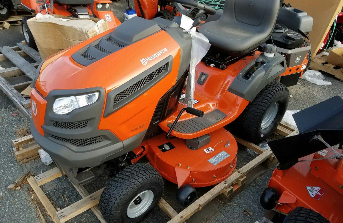 Scratch n dent used lawn mowers power equipment jacks for Used lawn mower motors